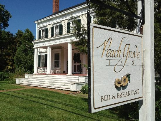 Peach Grove Inn: View from the Street