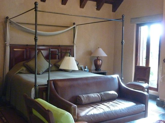 Las Casitas del Colca: huge bed