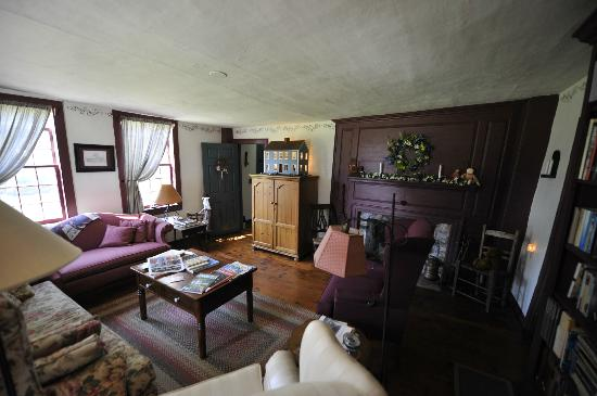 Inn at Lower Farm Bed and Breakfast: Common room (tv, books, etc)