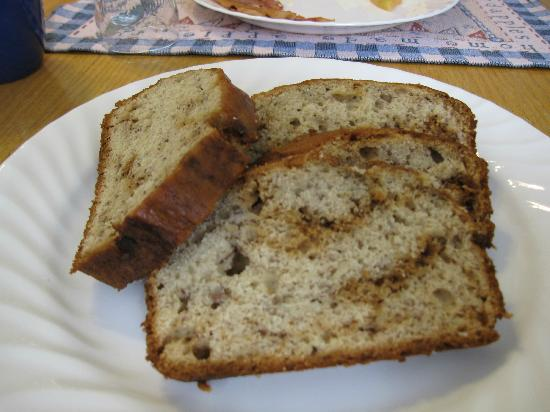Captain Briggs House Bed and Breakfast: Fresh bread at breakfast