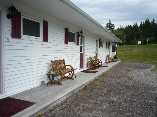 St Ann's Motel & Cottage: Outside front