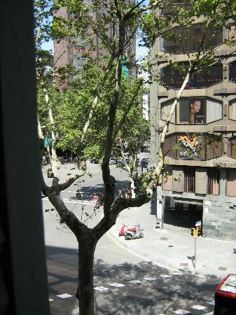 Hotel Urquinaona: View from second floor balcony