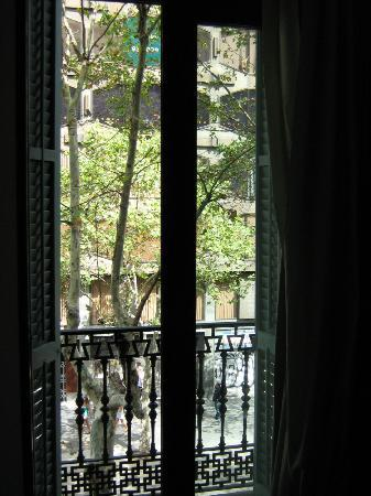 Hotel Urquinaona: View on balcony