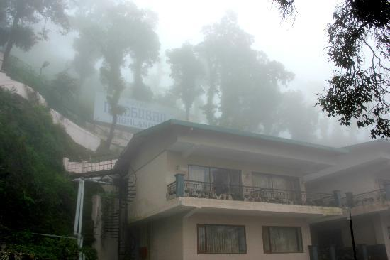 Hotel Madhuban Highlands: Clouds engulfing the entire premises