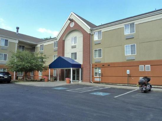 Candlewood Suites Syracuse: The Hotel
