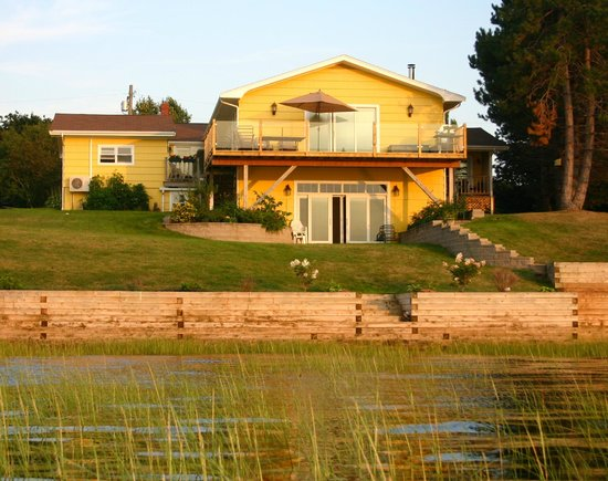 Stratford, Canada: stunning location on water