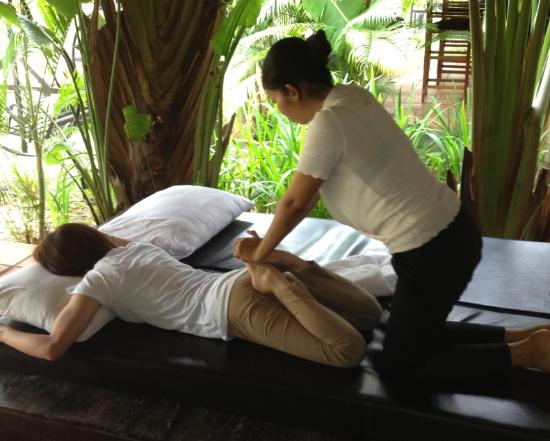 Antanue Spiritual Resort &amp; Spa: cambodia traditional massage