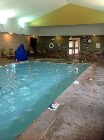 Indoor pool for rainy days picture of marriott 39 s willow for Branson mo cabins with indoor pool