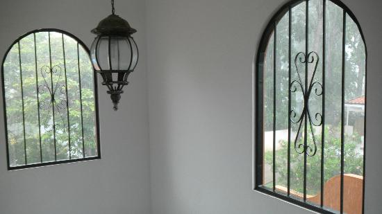 Perla Real Inn: a view of the lamp on 2nd floor
