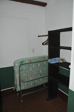 Perla Real Inn: storage and extra bed