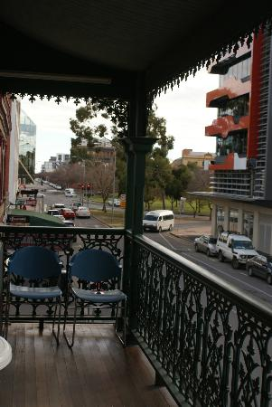 Shakespeare Backpackers International Hostel: View from the balcony