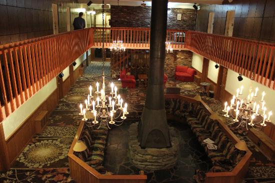 ‪‪Cortina Inn and Resort‬: Lobby