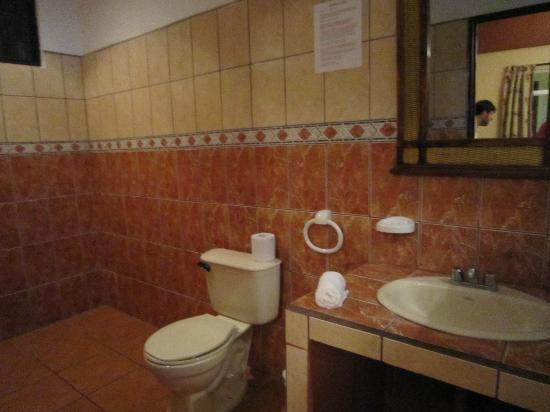 Hotel Domilocos: BATHROOM