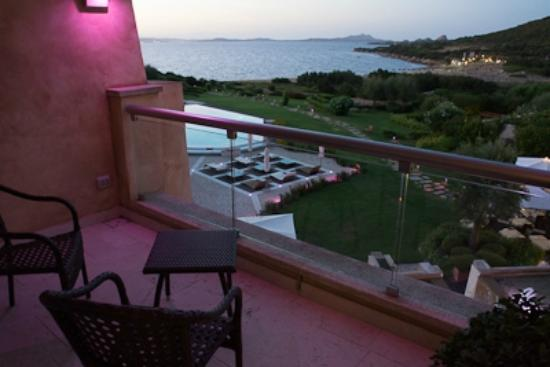 L'ea Bianca Luxury Resort: notice purple light