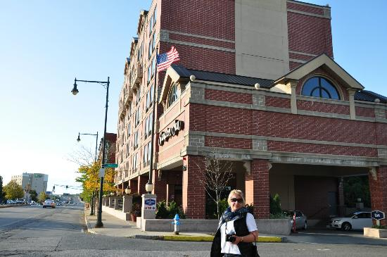 Hampton Inn Boston / Cambridge: front of the hotel