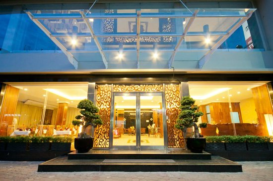 Diamond Hotel: Main Entrance