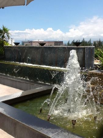 Marco Polo Davao: soothing pool and bar