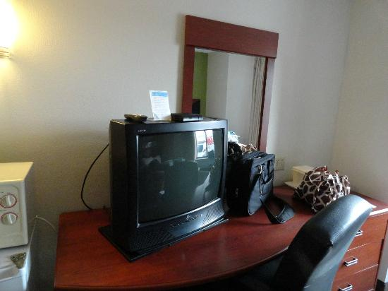 Sleep Inn: TV area with desk (the TV sits on the desk)