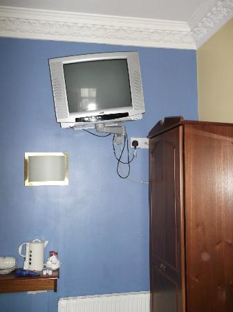 O'Shea's Merchant Hotel: Dodgy TV