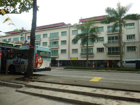 Link Hotel: Bus stop from Outram Park MRT, hotel reception opposite
