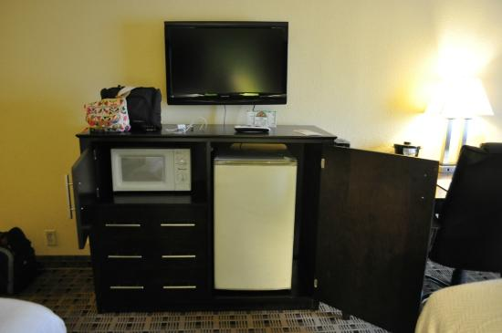 La Quinta Inn &amp; Suites Baltimore South Glen Burnie: Bureau/kitchenette
