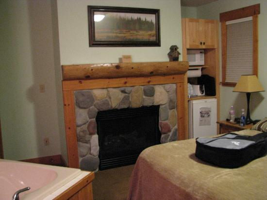 ‪‪Caribou Highlands Lodge‬: Fireplace in Suite 6621‬
