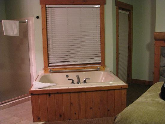‪‪Caribou Highlands Lodge‬: Whirlpool Tub in Suite 621‬