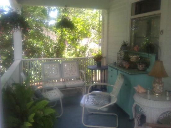 Hampton Terrace Bed and Breakfast Inn : A cozy nook to while away the afternoon.