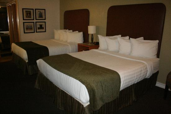 BEST WESTERN PLUS Royal Sun Inn &amp; Suites: 2 Queen bed room