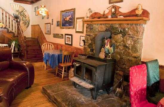 Port Albert Inn and Cottages: Wood Stove in the Pub
