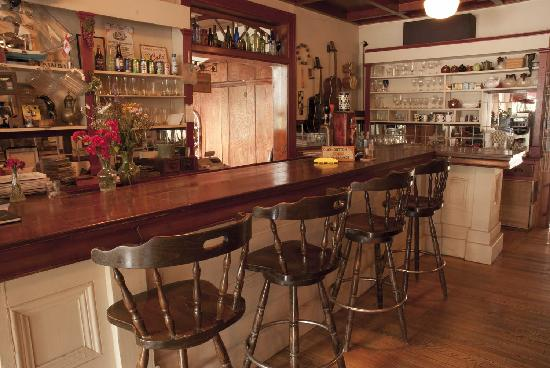 Port Albert Inn and Cottages: Original Cherry bar in Pub