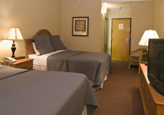 BEST WESTERN Golden Lion Hotel: Double Queen Room