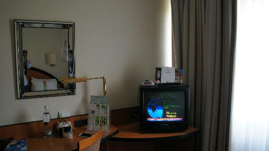 Holiday Inn Heidelberg: Dot matrix TV