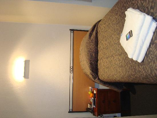 Econo Lodge City Central: second bed