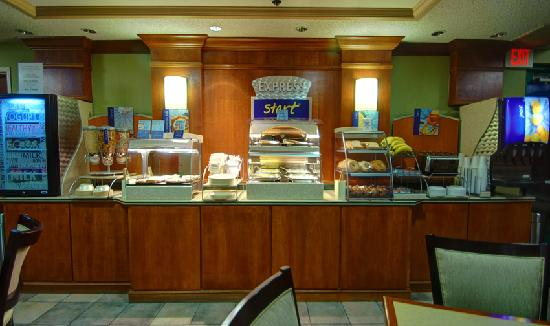 Holiday Inn Express Kalamazoo: Express Start Breakfast