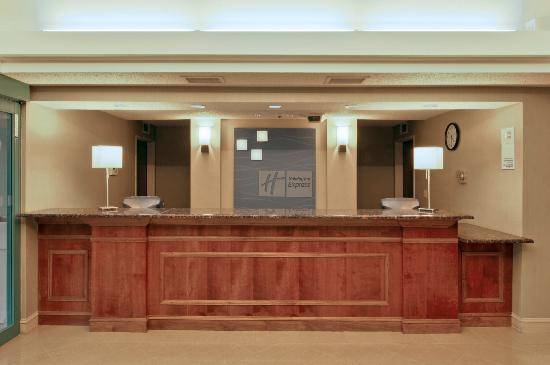 ‪‪Holiday Inn Express Kalamazoo‬: Front Desk‬