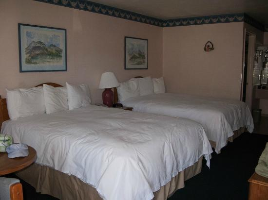 Hanging Lake Inn: Room