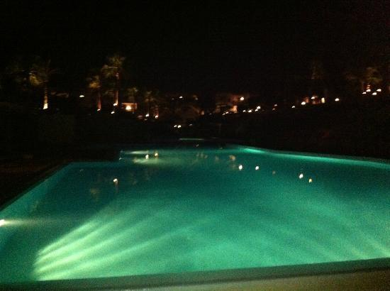 Club Reef Village: piscina di notte
