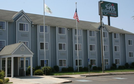 GuestHouse Inn & Suites Sutherlin / Roseburg