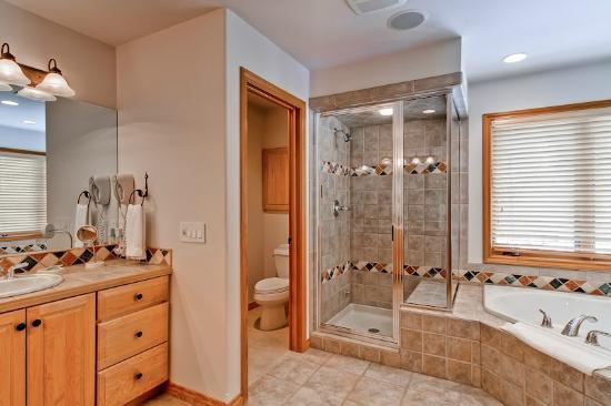 Evergreens Townhomes: Sample Master Bath