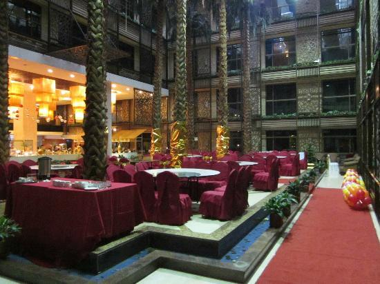 Meihua Goldentang International Hotel: Dining area...UNREAL!