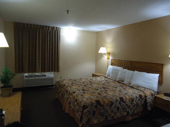 Marion Airport Inn & Suites: king