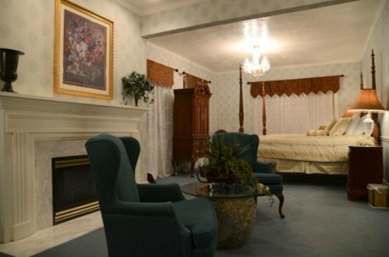 Old Rock Church Bed & Breakfast: The Presidential suite