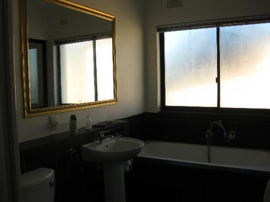 Upperbloem: Bathroom of the City Views Room