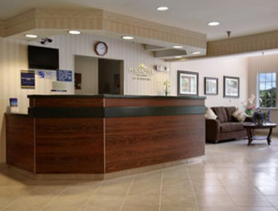 BEST WESTERN PLUS Elizabeth City Inn &amp; Suites: Lobby