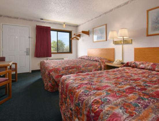 Super 8 Tucumcari: Standard Two Queen Bed Room