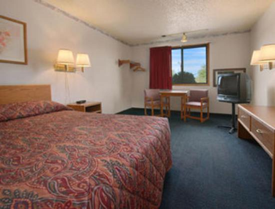 Super 8 Tucumcari: Standard Queen Bed Room