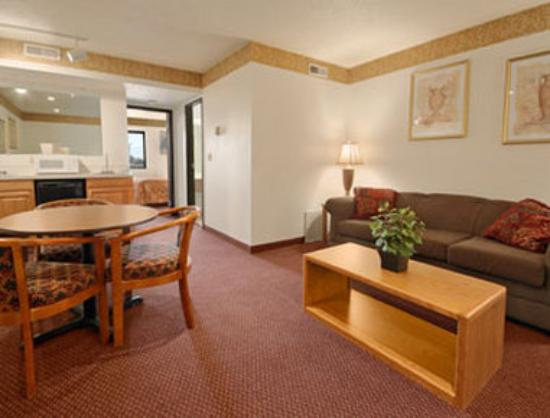 Super 8 Aberdeen West: Suite