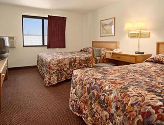 Super 8 Aberdeen West: Standard Two Queen Bed Room