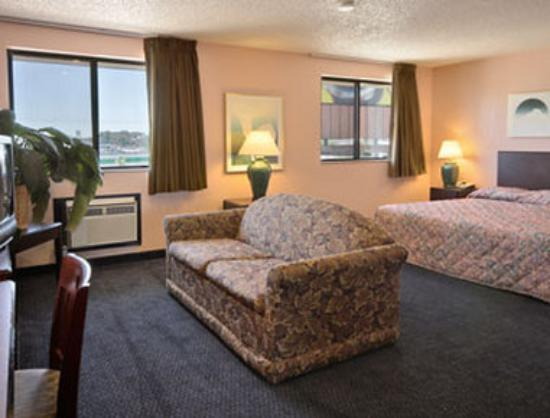 Super 8 Motel Janesville: Suite